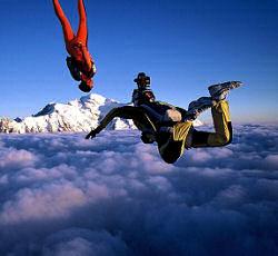 Paracadutisti in caduta libera